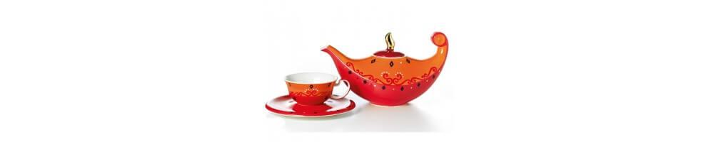 Surtido de teteras de porcelana y teteras de cerámica para el té